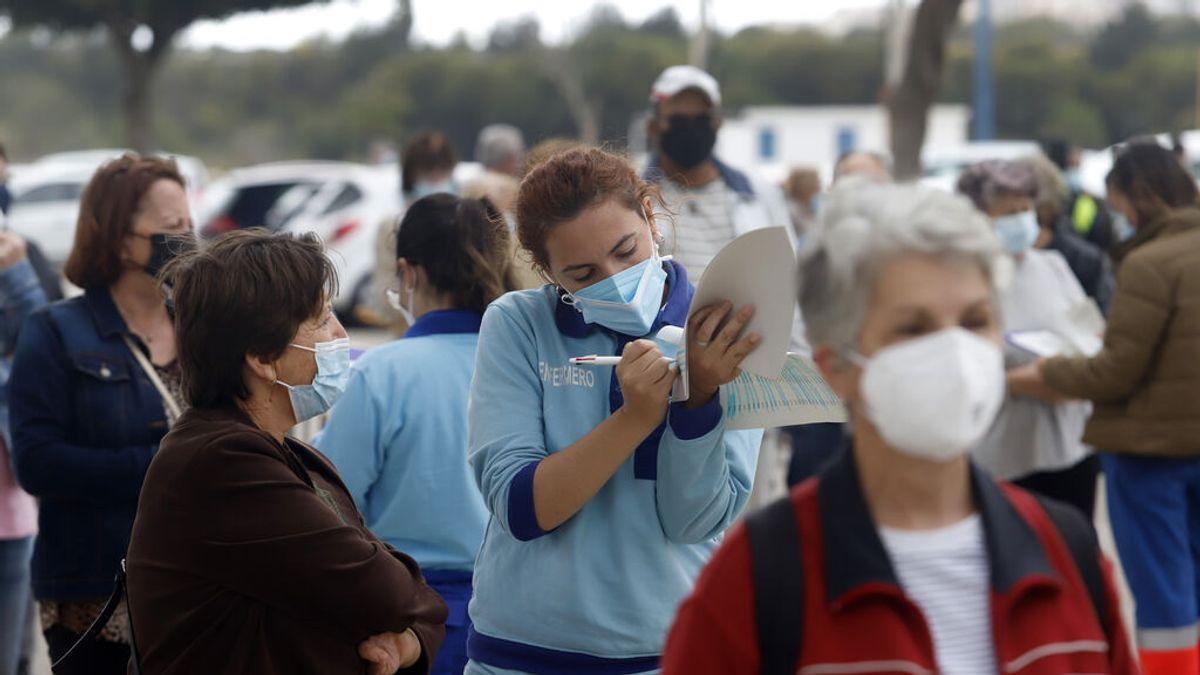No hay que bajar la guardia: los estudios que demuestran la caída de la eficacia de las vacunas frente a la delta