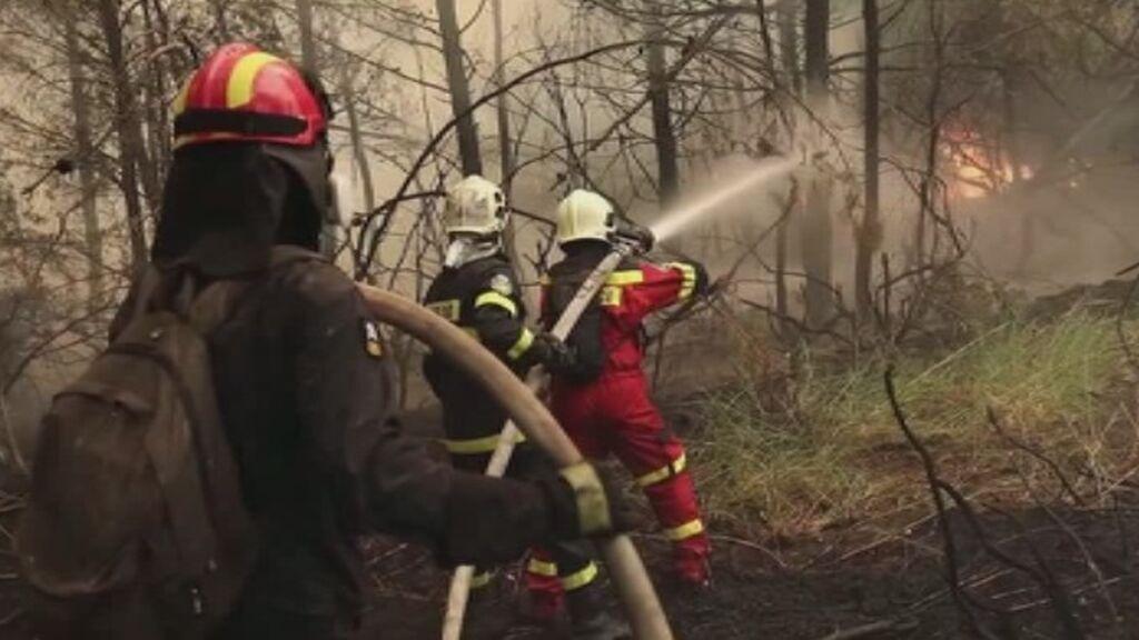 Los bomberos de medio mundo ayudan a Grecia a combatir los incendios por tierra y aire