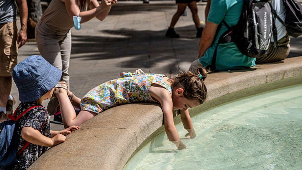 """AEMET prevé que este sábado sea """"el día más adverso"""" de la ola de calor y de los más calurosos de los últimos años"""