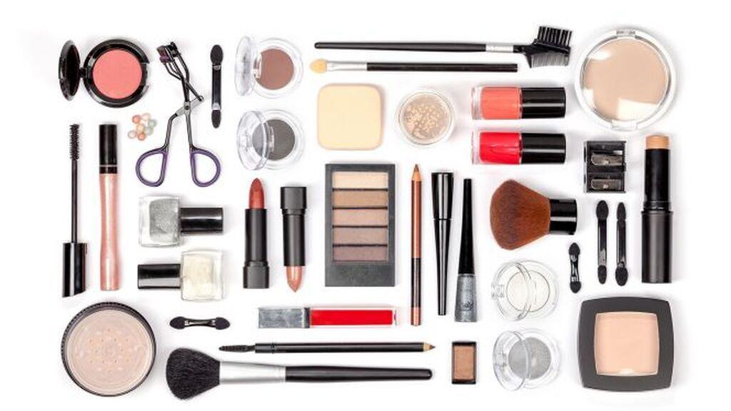 También, podrás regalar un kit básico de maquillaje.