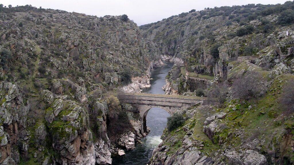 Presa del Villar, cerca de Serrada de la Fuente