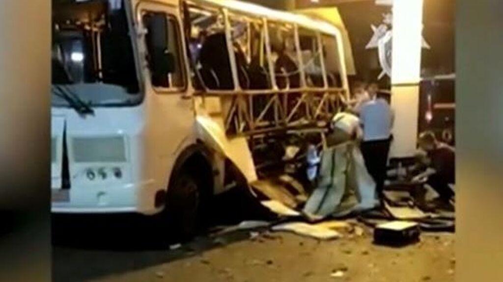Un muerto y más de una docena de heridos en la explosión de un autobús en Moscú