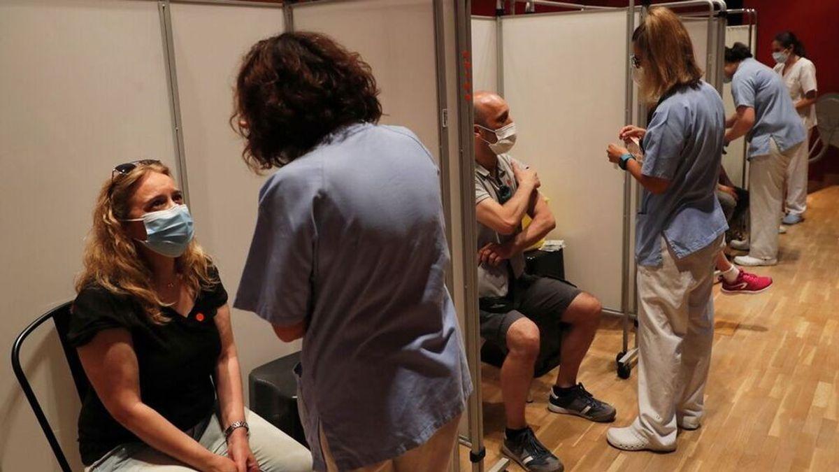 Madrid comienza a vacunar sin cita previa: por la noche y sólo en el Wizink Center y el Hospital Zendal