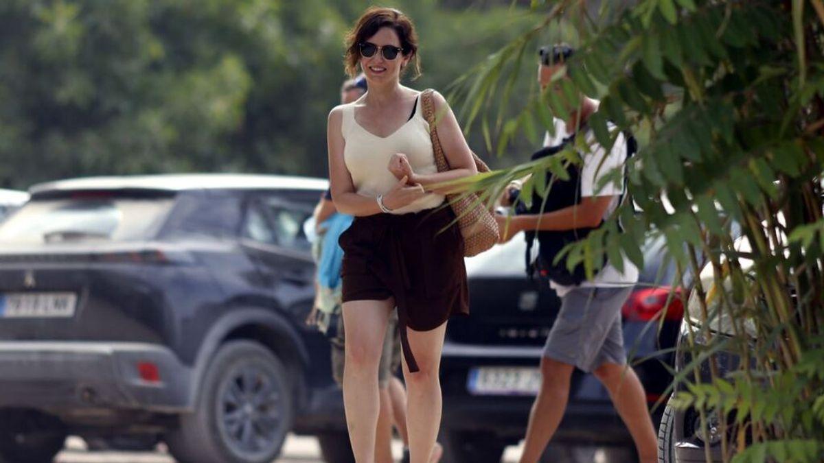 Las primeras fotos de las vacaciones de Isabel Díaz Ayuso en Ibiza