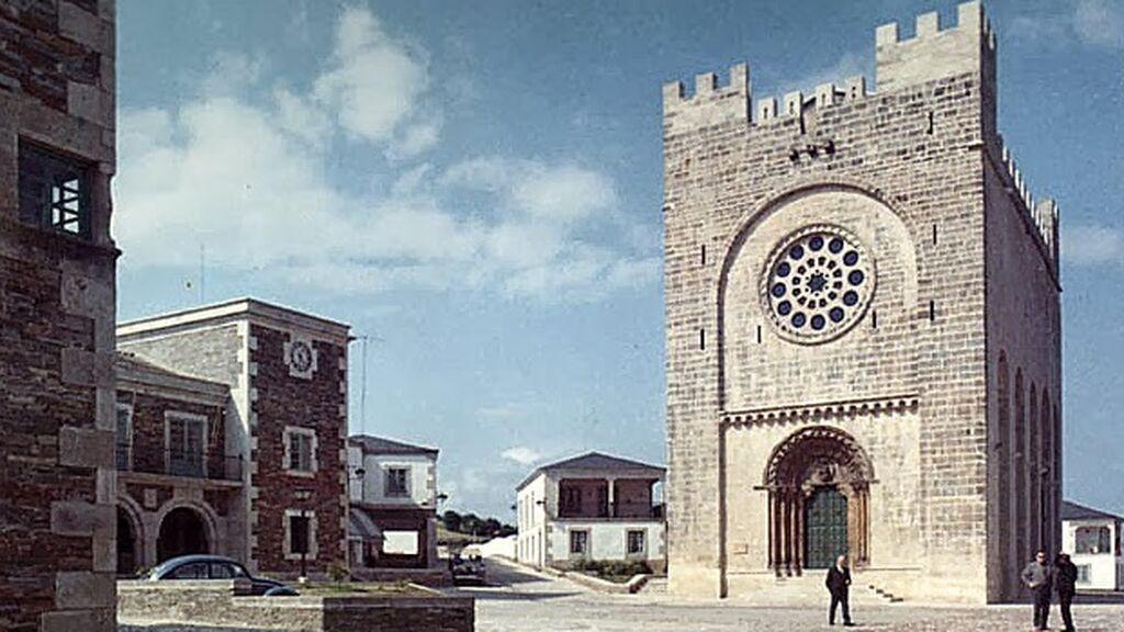 La iglesia de san Juan en 1964, recién trasladada piedra a piedra