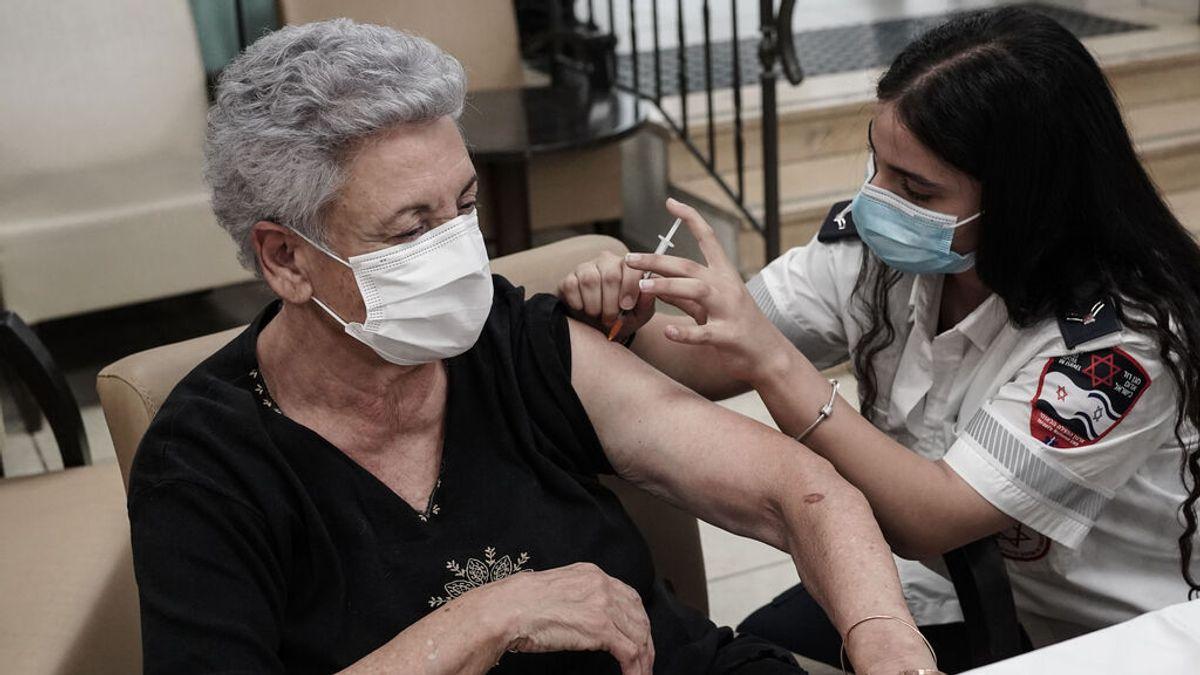 Israel rebaja a 50 años la edad mínima para recibir la tercera dosis