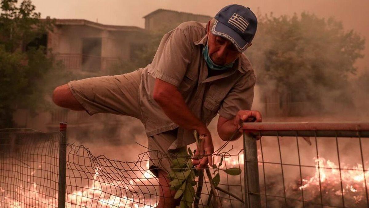 Evacuada una localidad de la isla griega de Eubea por un nuevo incendio