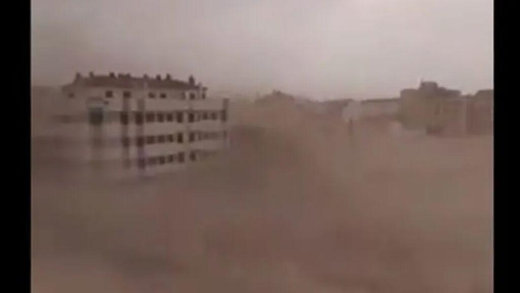 Un reventón cálido siembra el miedo en Albacete: el vídeo viral de la tormenta de viento y arena