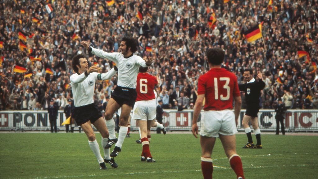 Gerd 'Torpedo' Muller, con Franz Beckenbauer, en la final de la Copa de Europa de Naciones 1972