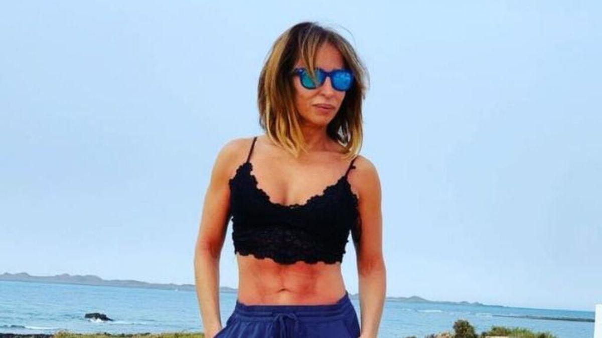 """María Patiño celebra su 50 cumpleaños desmelenándose en la playa: """"Muy salvaje"""""""