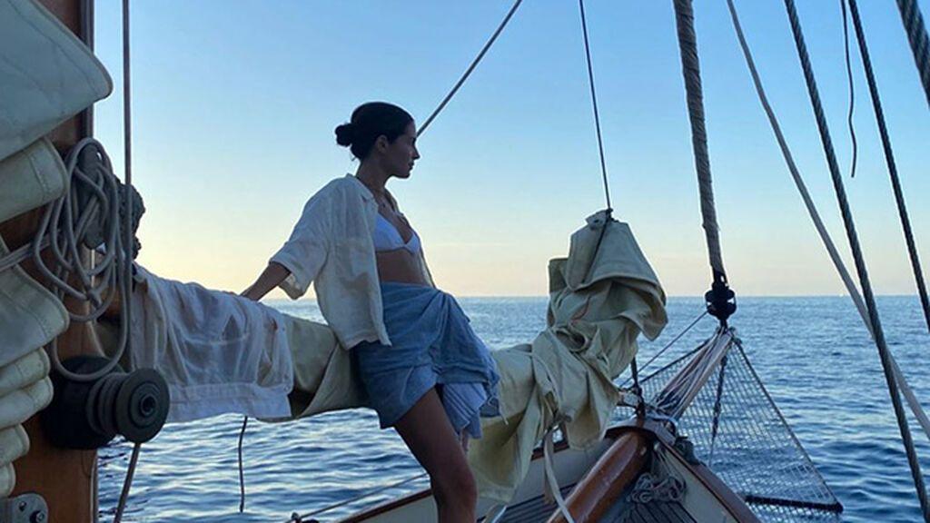 No todo sirve: consejos para vestirte si vas a ir en barco este verano