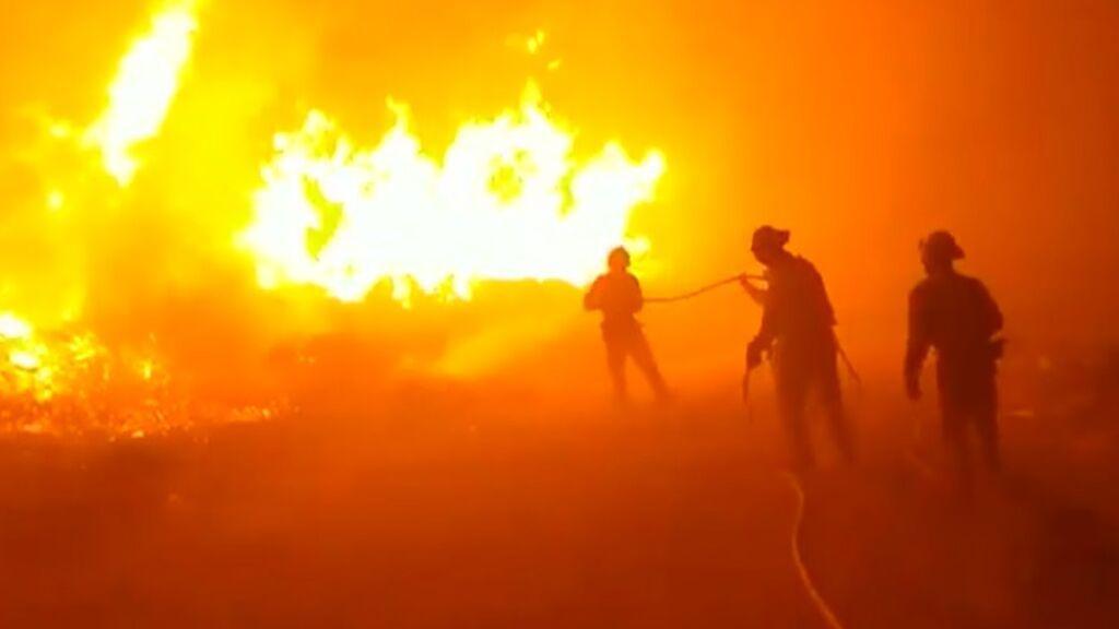 El incendio de Navalacruz suma más de 10.000 hectáreas arrasadas: un millar de vecinos, evacuados