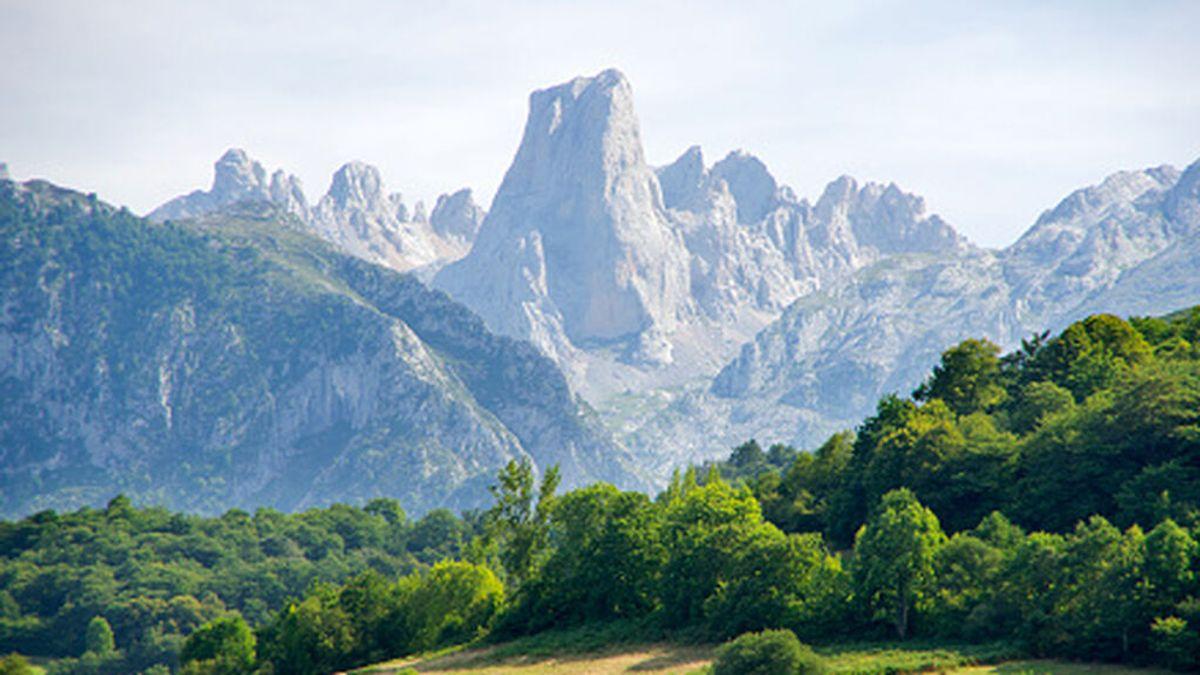 Buscan a dos montañeros cántabros desaparecidos el domingo en la parte asturiana de Picos de Europa