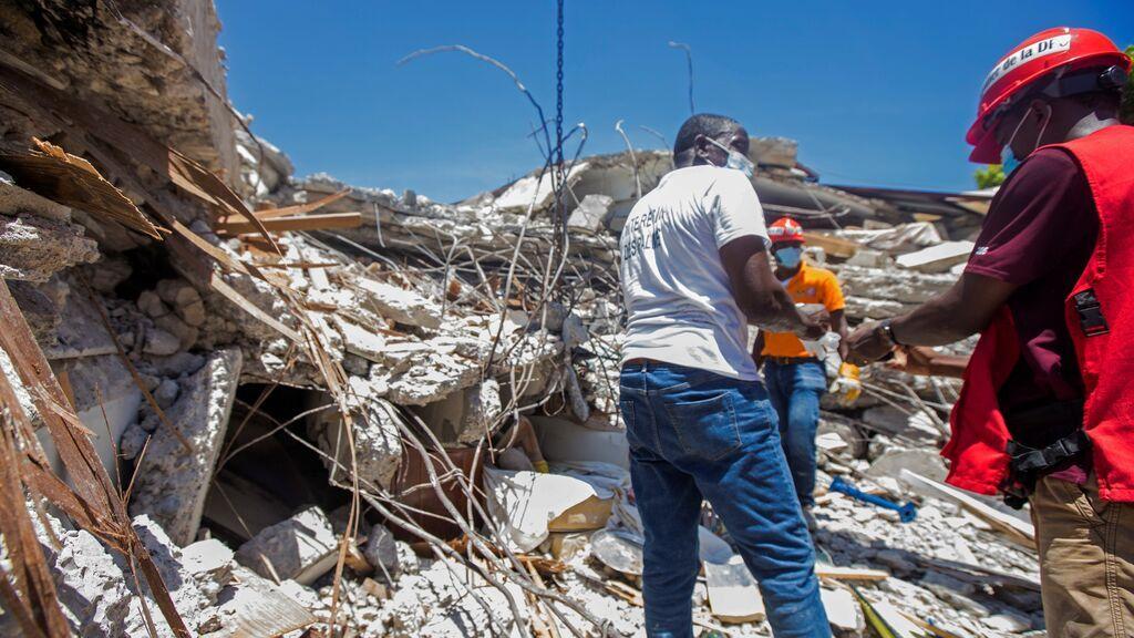Aumentan a 1.297 los muertos por el terremoto en Haití