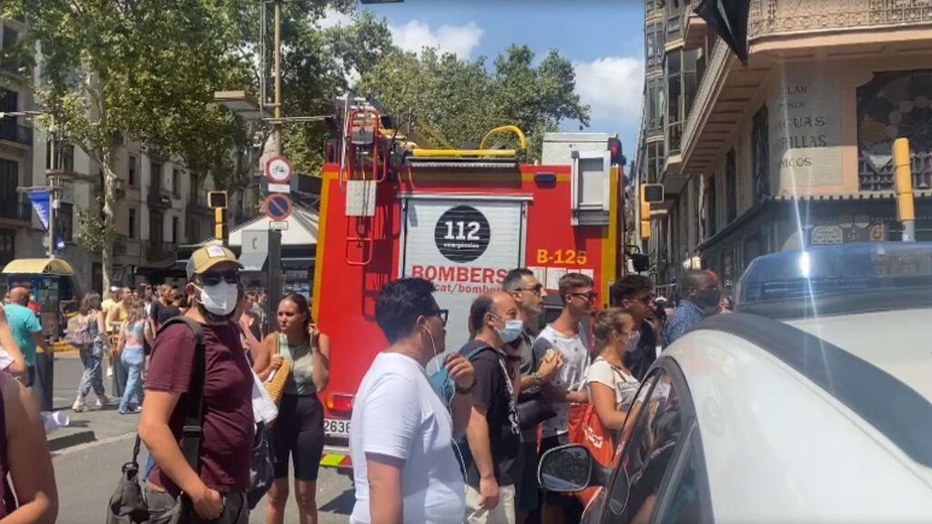 El estallido de un petardo y un hombre ensangrentado provocan una falsa alarma de explosión en Barcelona