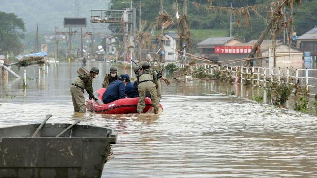 Las lluvias provocan inundaciones y corrimientos de tierra en Japón