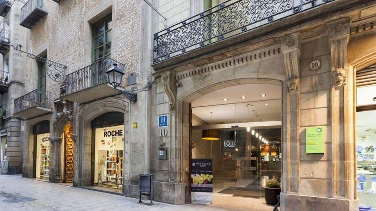 Desalojan un hotel cercano a La Rambla de Barcelona tras una explosión