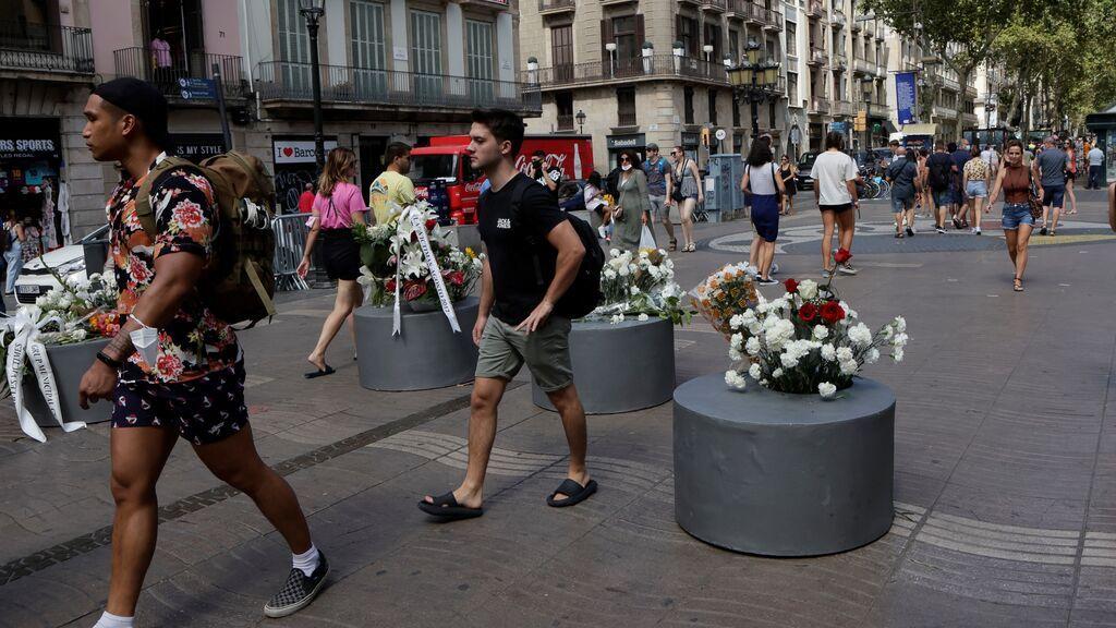 """Las víctimas denuncian estar """"abocadas al olvido"""" en el cuatro aniversario de los atentados de Las Ramblas"""