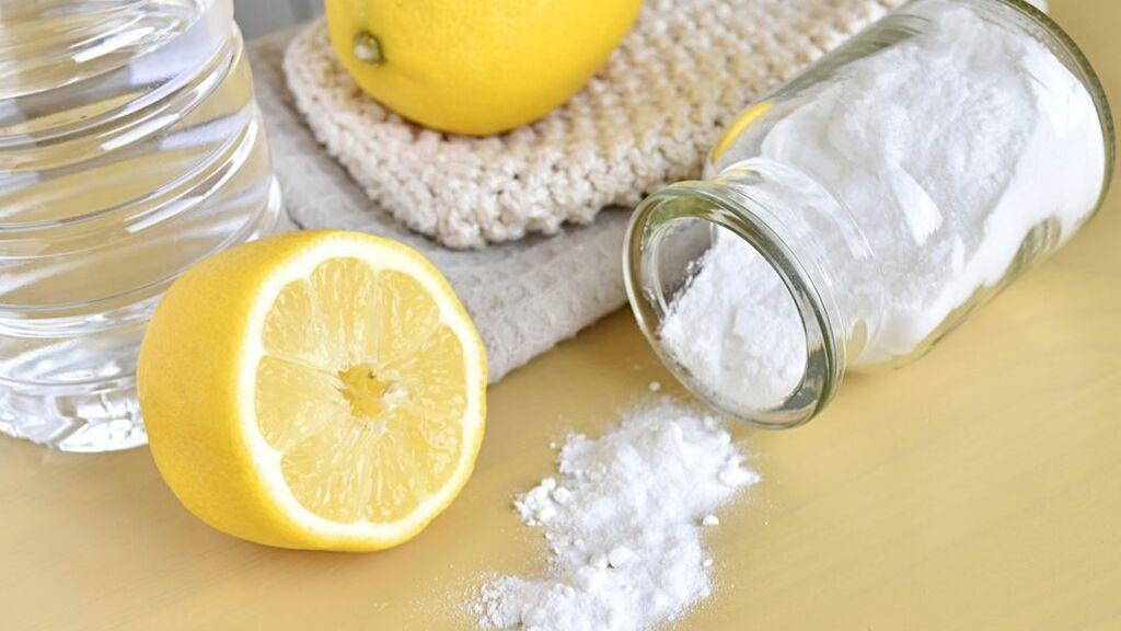 El limón y el bicarbonato podrá ser una buena combinación.