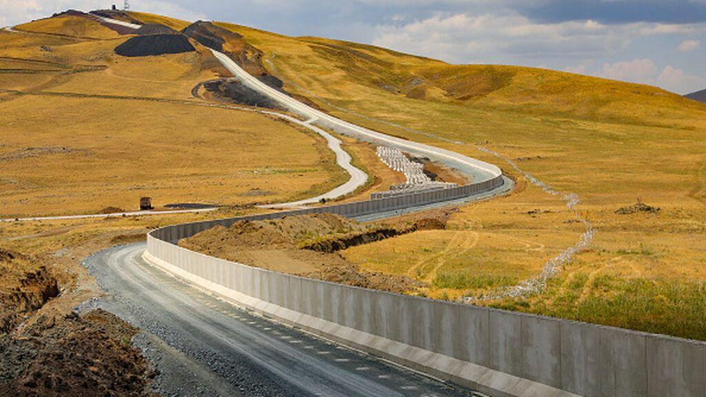 """Turquía construye un """"muro"""" en su frontera con Irán de 295 km para """"evitar"""" refugiados"""