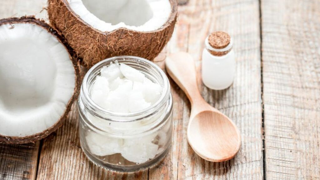 El aceite de coco también servirá para blanquear los dientes.