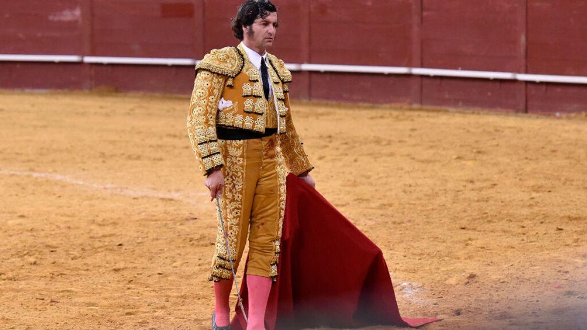 Morante de la Puebla mata al toro 'Feminista' en la feria de Begoña en Gijón