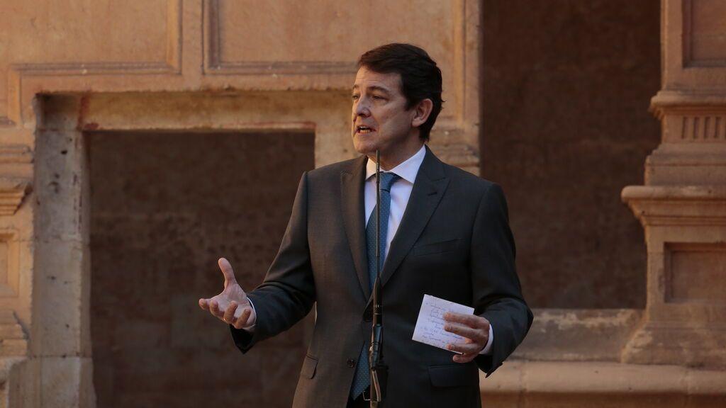 El presidente de Castilla y León guardará cuarentena tras tener contacto con un positivo