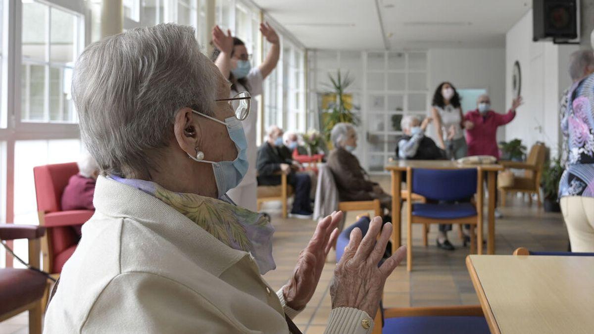 Los ancianos de las residencias catalanas pueden salir hasta tres días tras la flexibilización del Govern