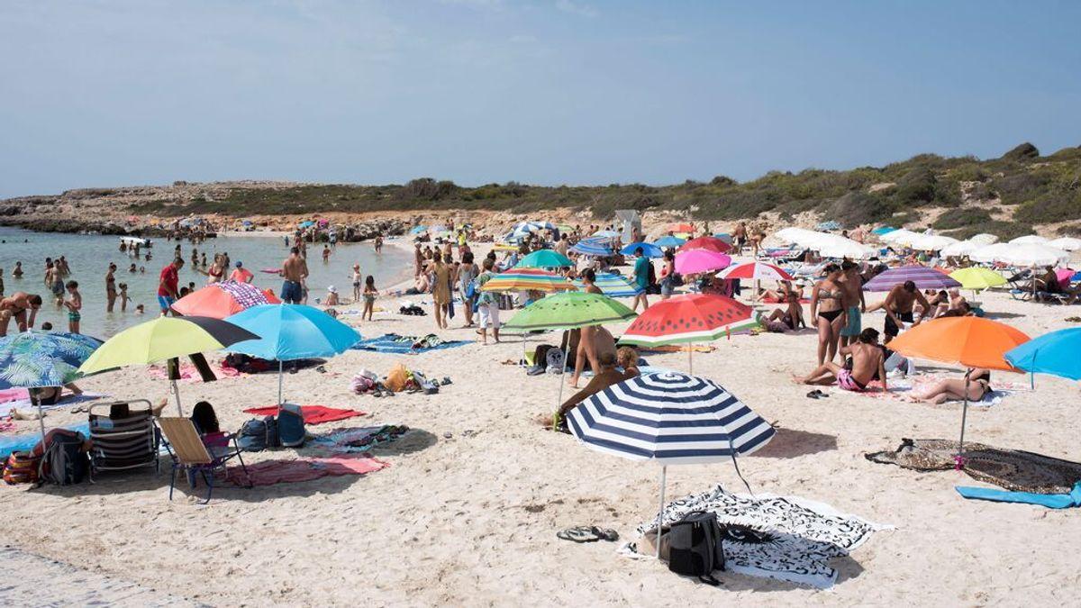 Los 900.000 casos de la quinta ola y las vacaciones retrasan la vacunación en España