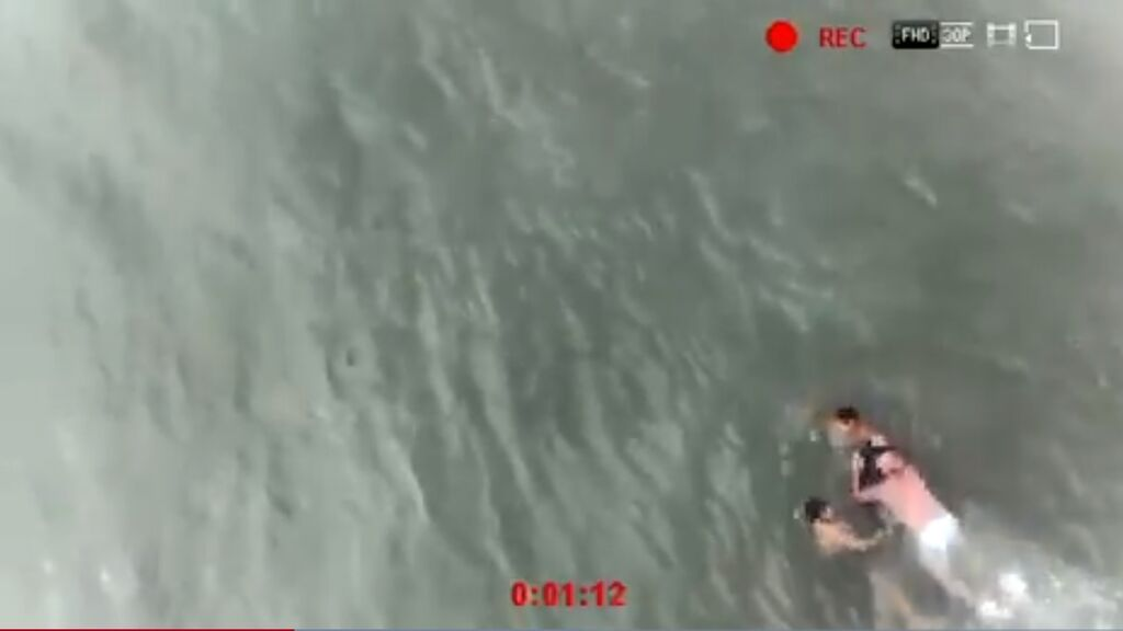 Dron realiza tareas de salvamento