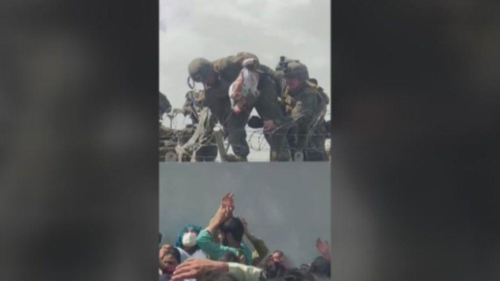 Afganos desesperados entregan a sus hijos a soldados aliados
