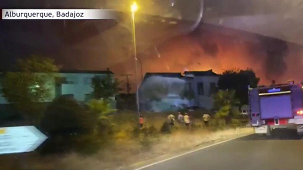 Investigan el origen del fuego en Alburquerque, Badajoz: el incendio ha arrasado 650 hectáreas