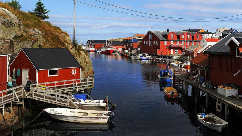 Mausund-harbour-Norway-2-1_2488ac66-3ea3-4c59-b6ec-97b141988317