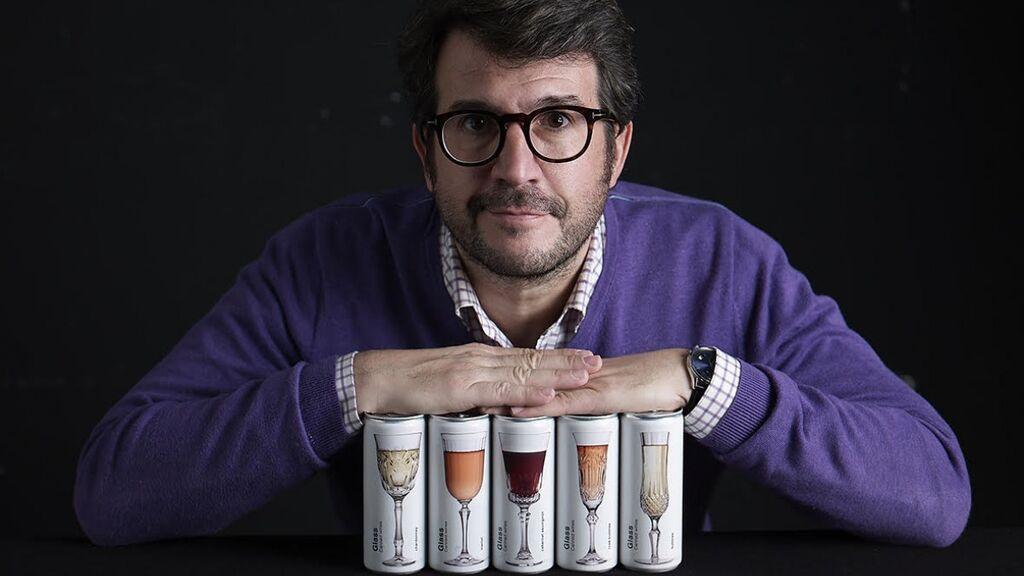 """El vino en lata llega a Cataluña gracias al empresario Joan Anton: """"Ha venido para quedarse, no es una moda"""""""