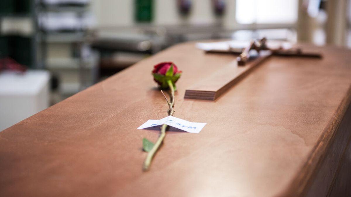 La hija de una fallecida por covid en Madrid recibe por error las cenizas de un hombre