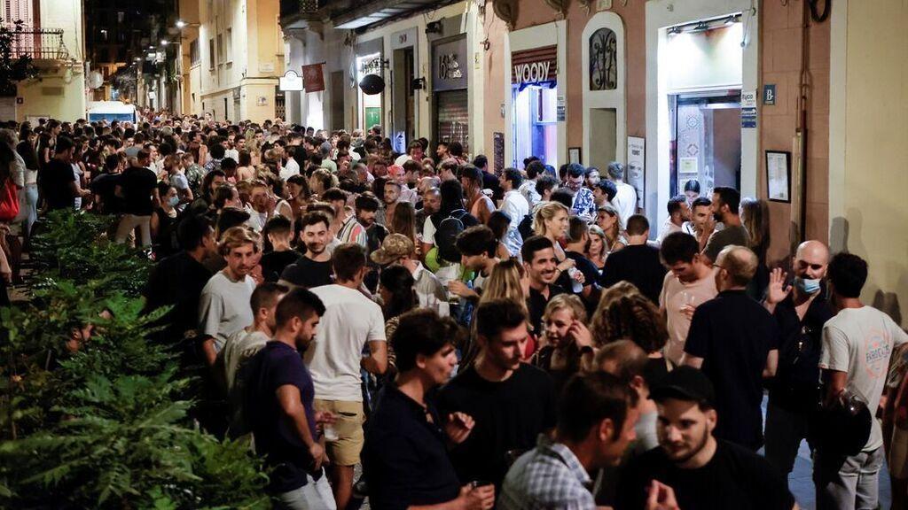 Desalojadas 6 000 personas en Barcelona por aglomeraciones el primer viernes sin toque de queda