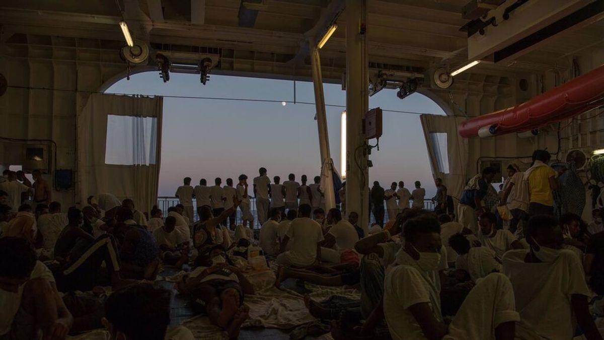 El buque de salvamento 'Geo Barents' sigue a la espera de puerto seguro con 322 personas rescatadas a bordo