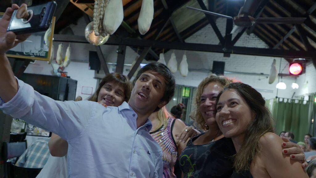 Recorremos Buenos Aires con el famoso presentador Roberto Funes