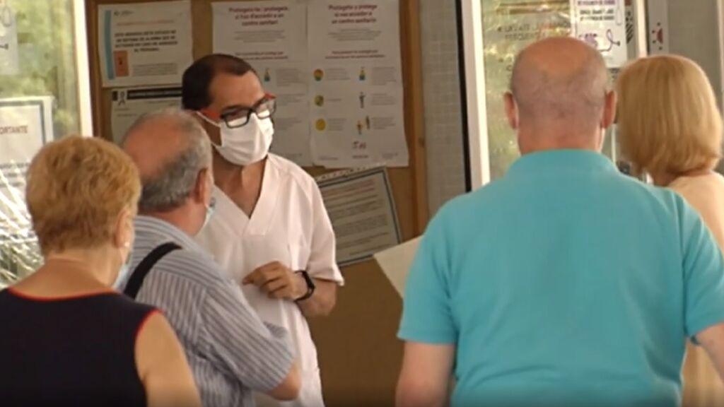 Largas colas en ambulatorios y hospitales saturados por falta de personal de Atención Primaria