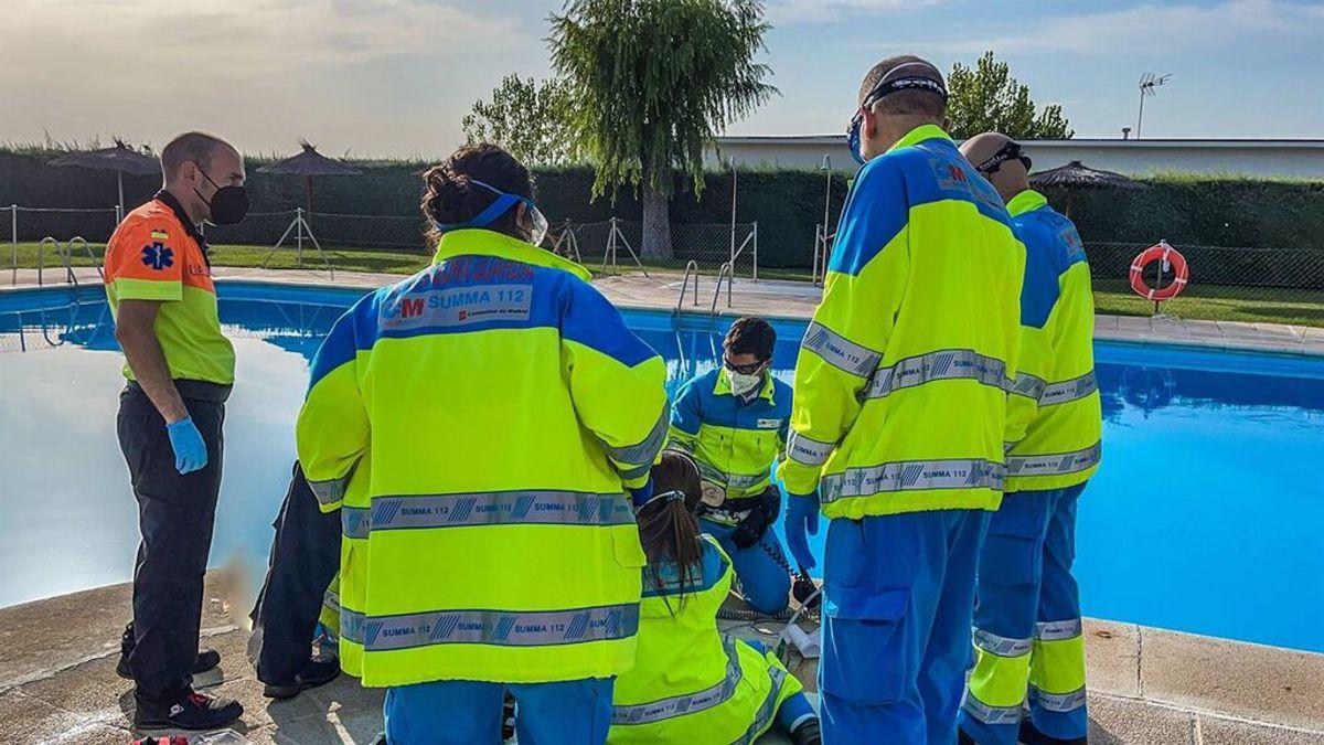 El SUMMA112 salva la vida a una mujer de 70 años que apareció sumergida en una piscina de Boadilla en Madrid