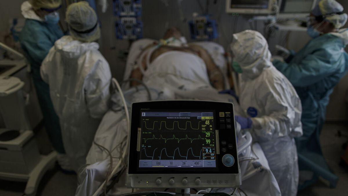 Colocar bocabajo a pacientes con covid grave mejora su pronóstico también en los no intubados