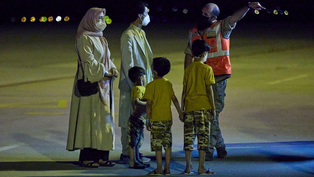 EEUU copia el modelo español para acogida refugiados Afganos en sus bases de Morón y Rota