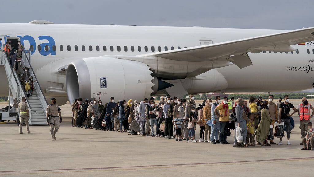 Llegan a Torrejón otros 260 afganos, entre ellos 14 bebés y 16 ancianos