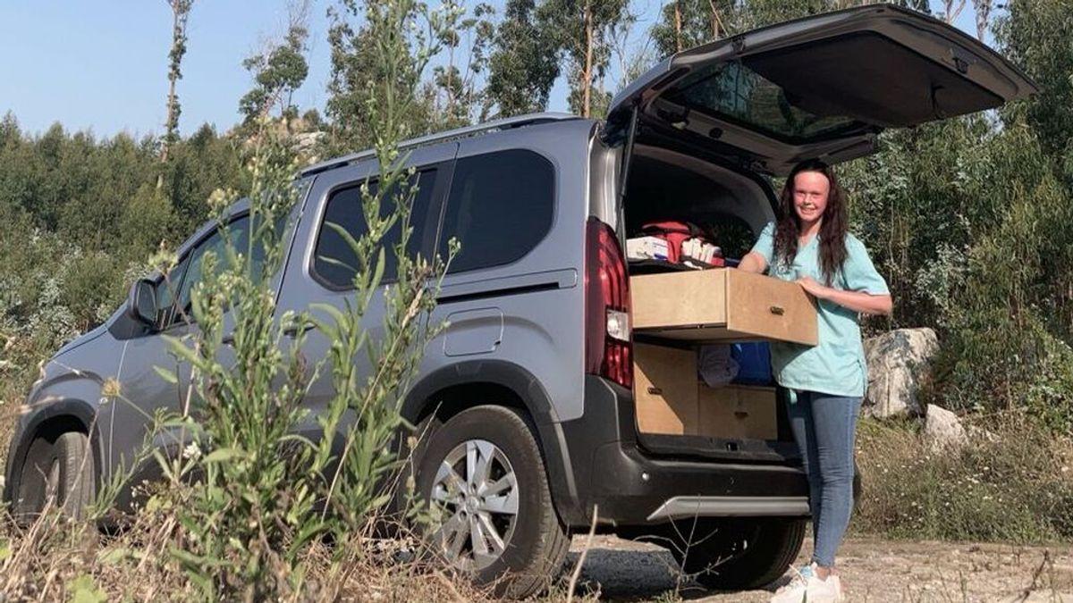 La veterinaria Antía Chamorro ha cambiado su coche por una furgoneta ante la carga de trabajo