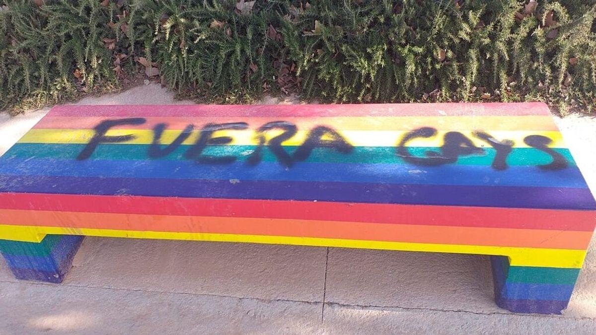 Seis detenidos por agresión homófoba en Jaén: desnudan, tiran a una fuente y orinan sobre la víctima