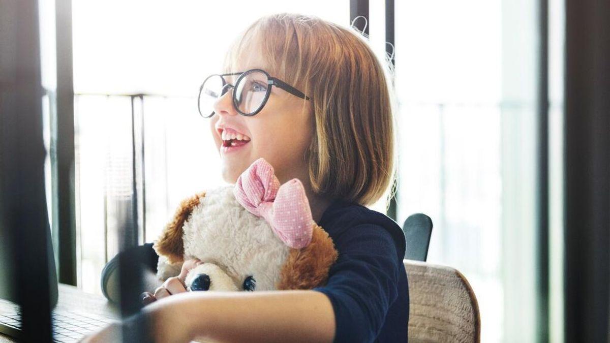 ¿Tu hijo no quiere llevar gafas? Estos son los consejos para hacerle más llevadera y fácil esta decisión.