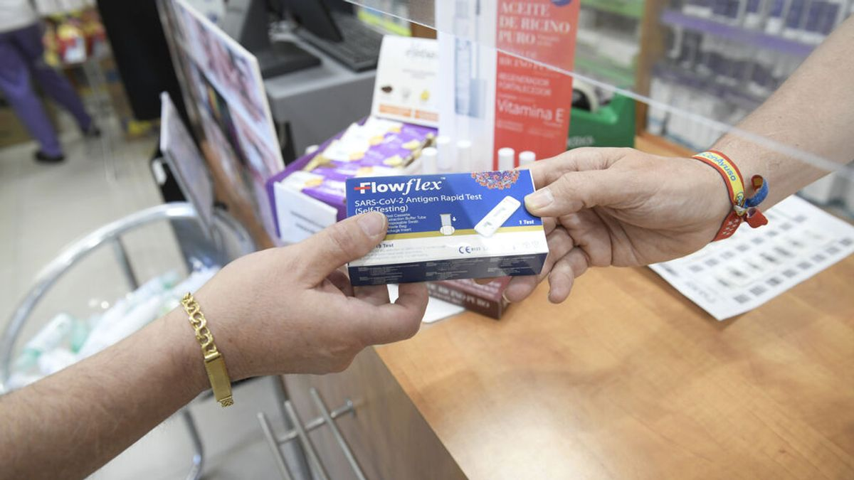 La venta de test de antígenos en farmacias sigue bajando, con 554.972 un mes tras su aprobación