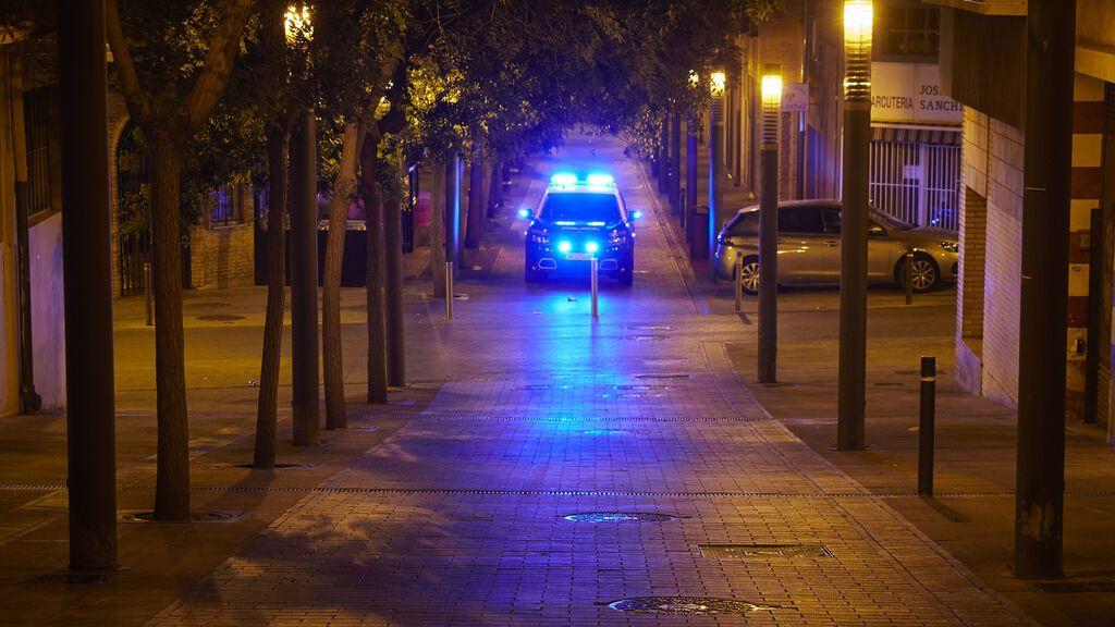 EuropaPress_3852085_coche_policia_nacional_patrulla_ciudad_pamplona_primera_noche_entrada_vigor