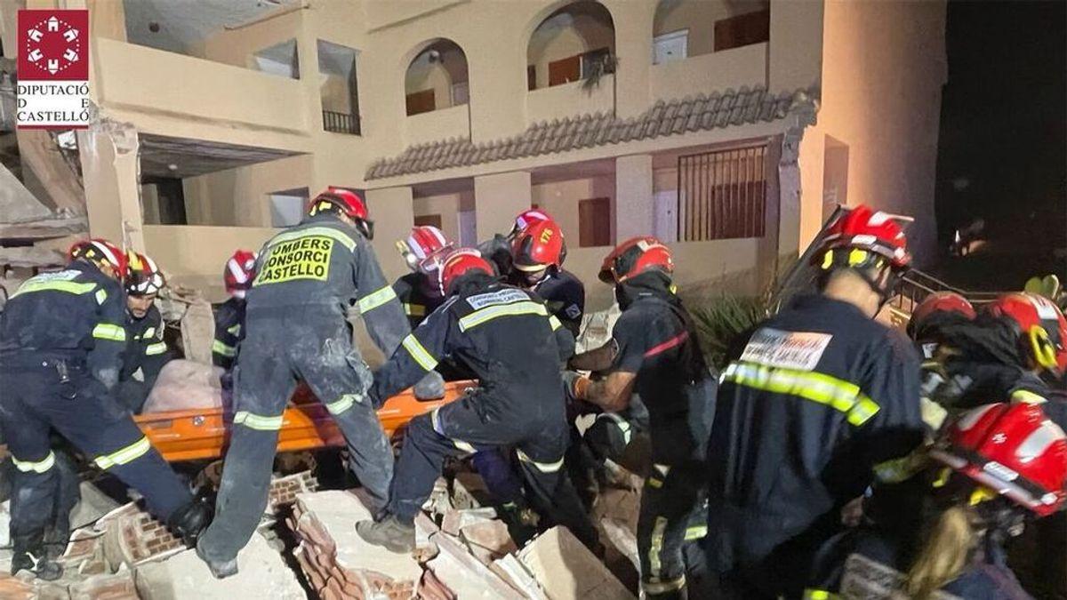Rescatan con vida a una de las tres personas atrapadas en el derrumbe de Peñíscola