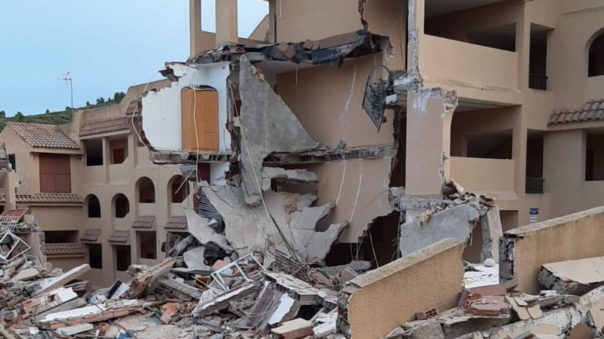Jornada de luto en Peñíscola: los bomberos siguen buscando entre los escombros del derrumbe